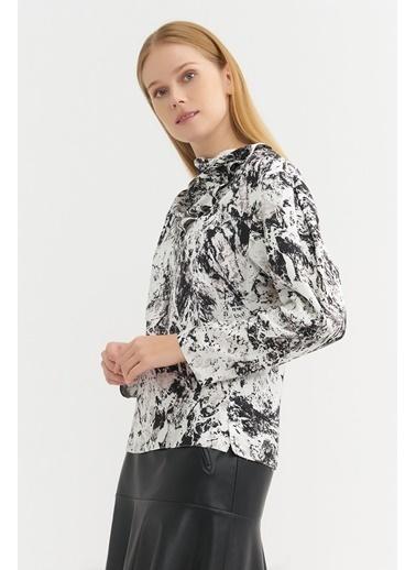 BGN Ekru - Degaje Yaka Mermer Desen Bluz Ekru